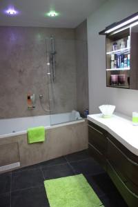 Badezimmer mit Frabtupfer